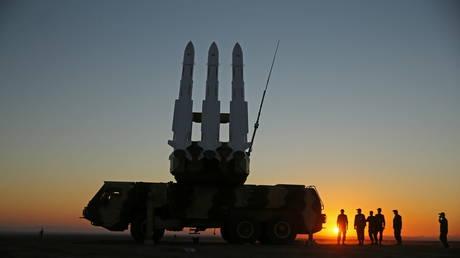 Иран начинает учения по противовоздушной обороне в центральной пустыне страны с целью повышения боевой готовности