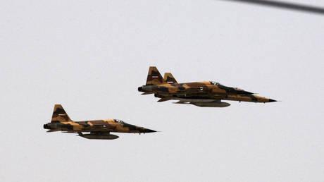 Иран начинает учения с участием как пилотируемых, так и беспилотных самолетов, поскольку он жалуется на « сионистское присутствие » на границах