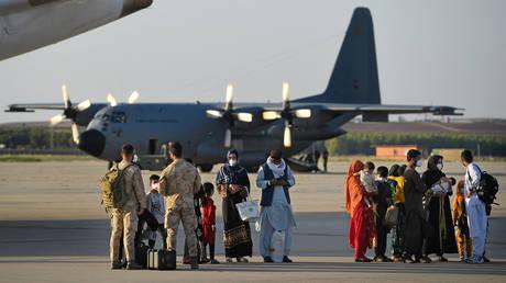Испания эвакуирует еще 160 афганцев в рамках миссии по репатриации, поскольку она направлена на спасение « всех бывших сотрудников, которым грозит опасность »