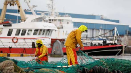 Этой зимой Франция сократит подачу электроэнергии в Джерси, предупреждает Париж, если рыбаки не получат лицензии на работу в британских водах