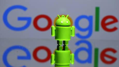Согласно новому исследованию, телефоны Android отправляют данные об устройстве и «идентификаторе пользователя» производителям и крупным технологическим компаниям, предлагающим «предустановленные» приложения.
