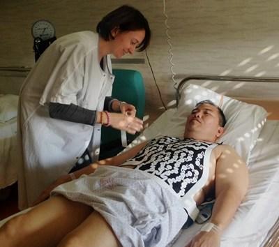 Carlo Romero with nurse preparing the ECGI before ablation