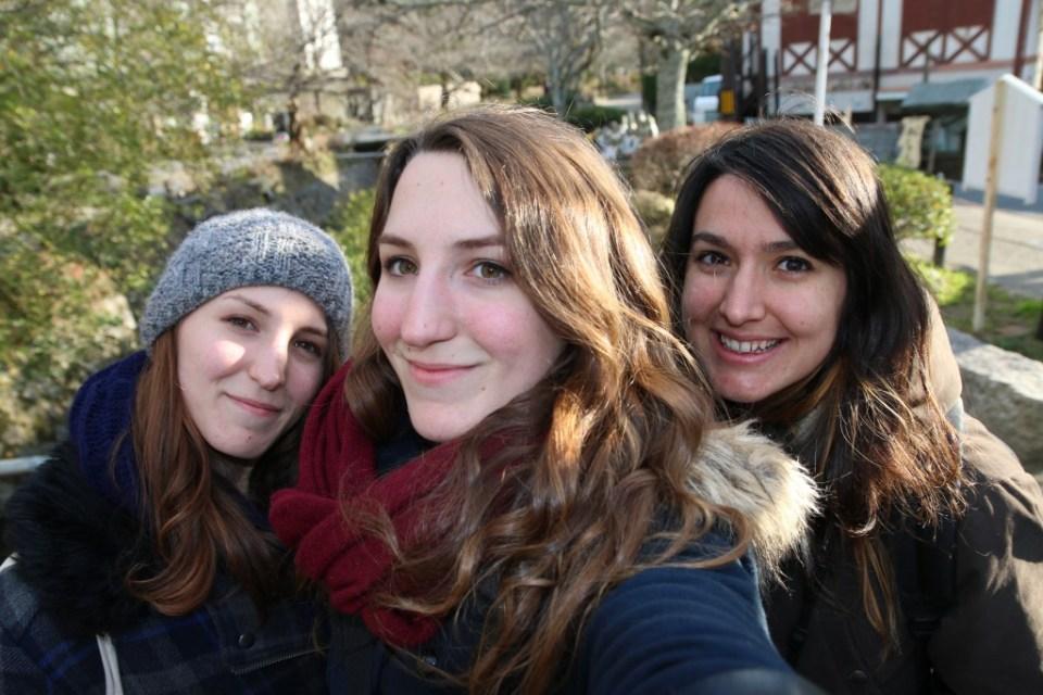 Les retrouvailles ! De gauche à droite : Maud, Lilas & moi