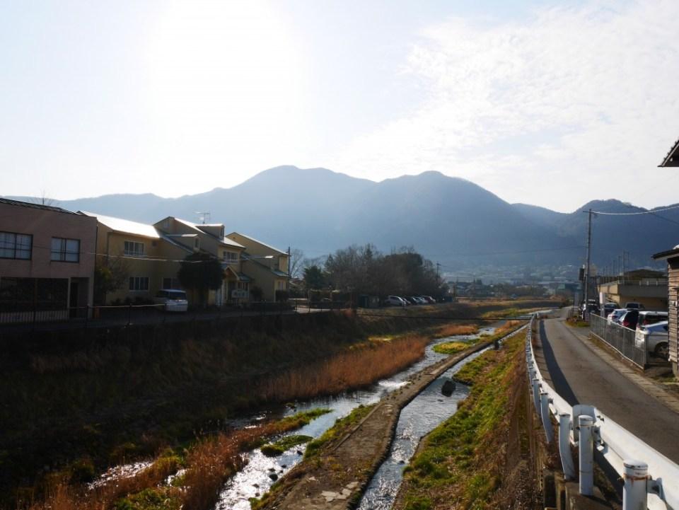 Rivière et montagne à Yufuin