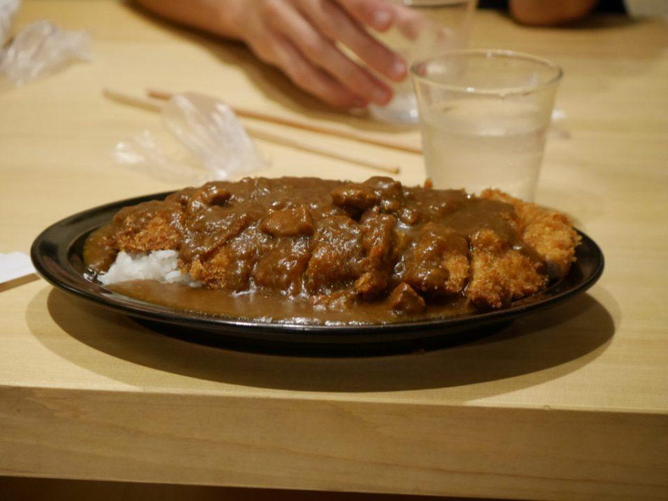 """Tonkatsu, porc pané sur du riz avec une sauce """"tonkatsu"""""""