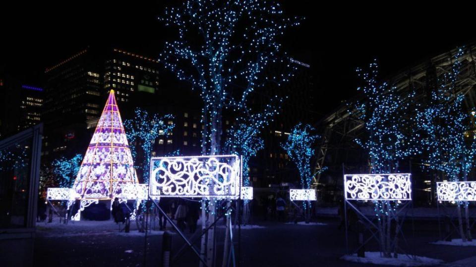 Devant la gare de Sapporo