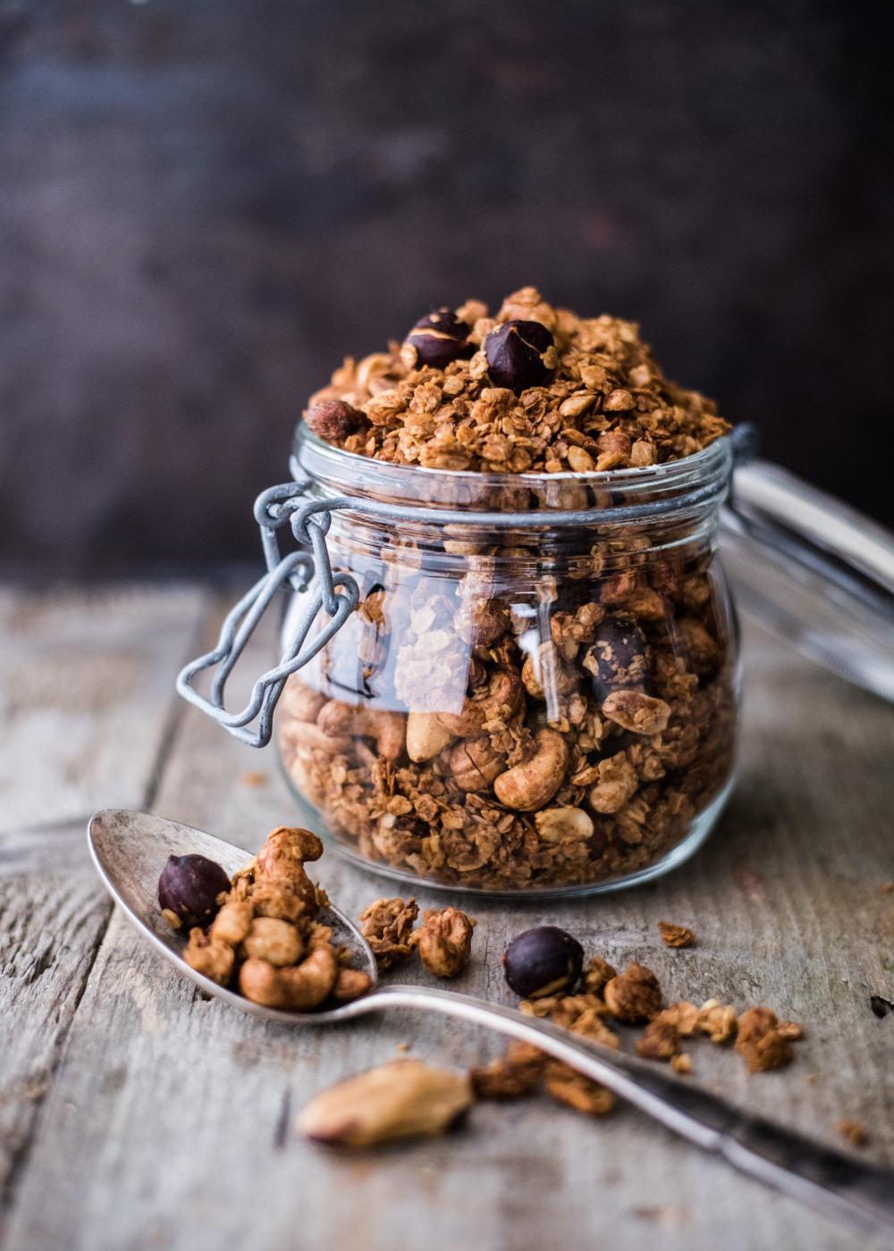 Pähkinägranolaa aamupalaksi