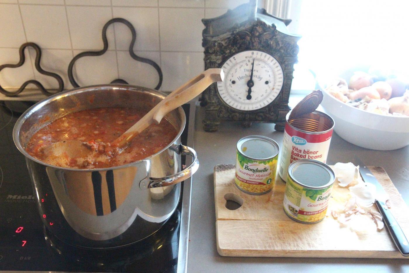Iso satsi arkiruokaa 15: Tomaattinen jauhelihakastike