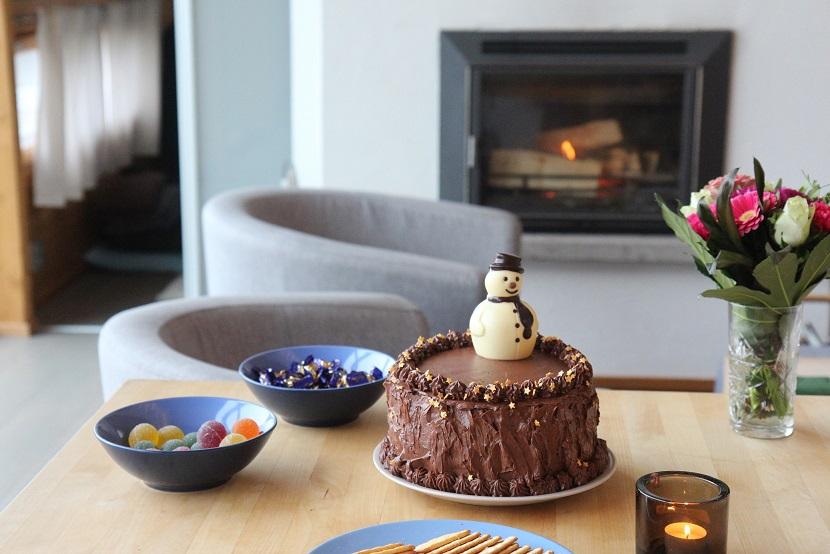 Talvinen suklaa-porkkanakakku