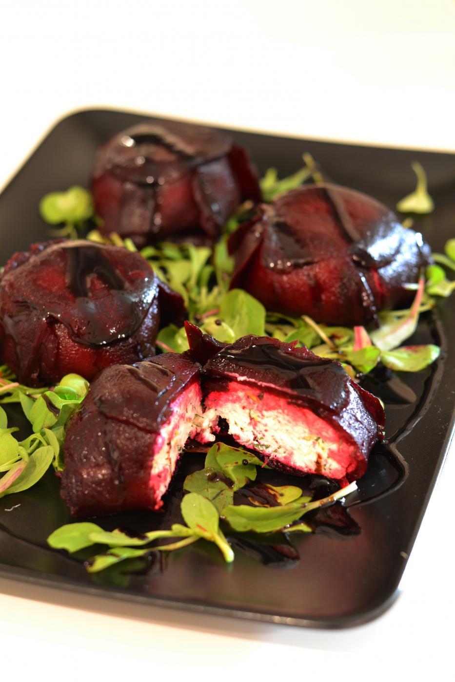 Joulupöydän elegantti alkuruoka: Punajuuriterriinit feta- tai vuohenjuustotäytteellä