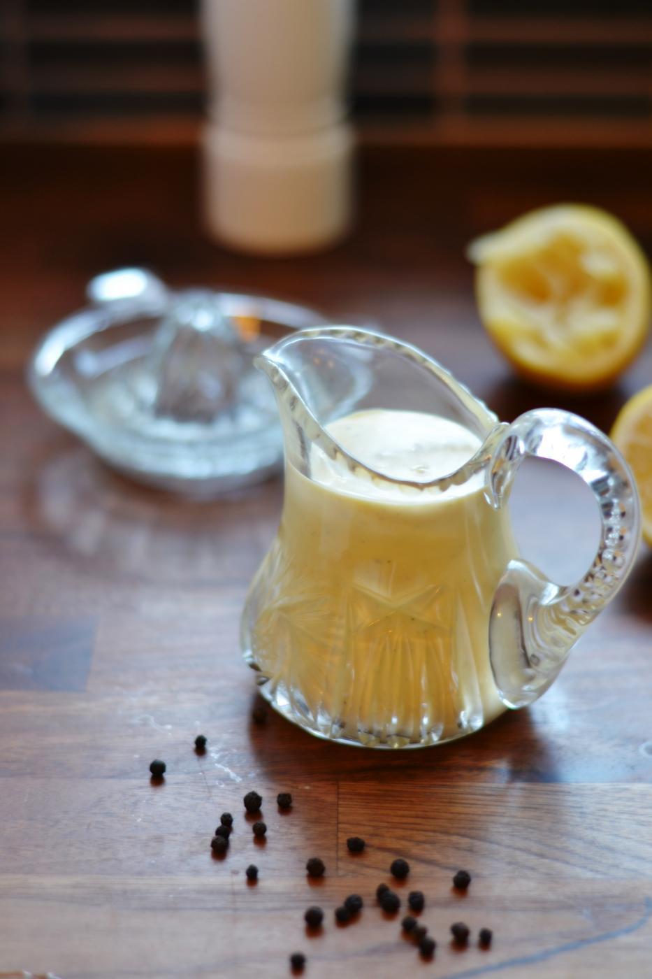 Mustapippuri-Hollandaisekastike ja kokonaisena valmistettu Entrecote