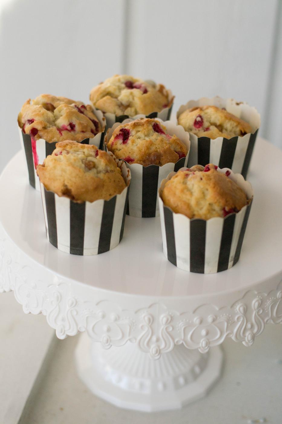 Lasten kanssa keittiössä: Puolukka-Fudgemuffinit