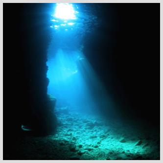 沖縄青の洞窟ボートダイビング
