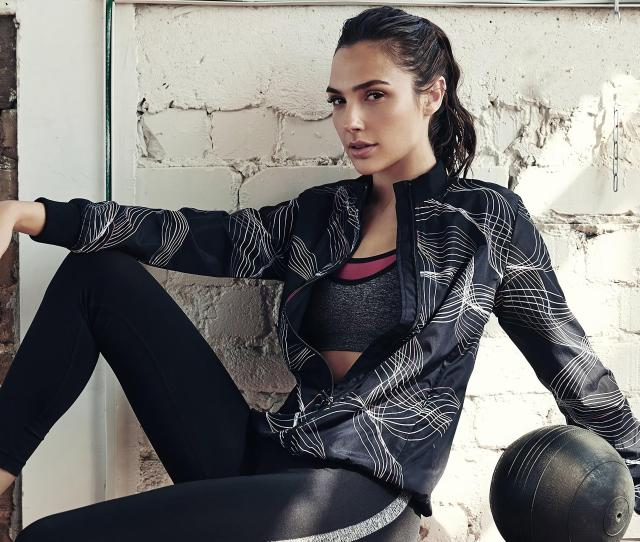 Fit And Sexy Gal Gadot Hd Wallpaper Download