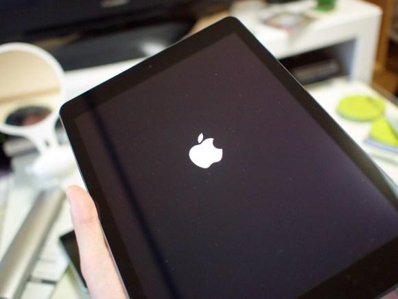 iPadを起動してっ…と