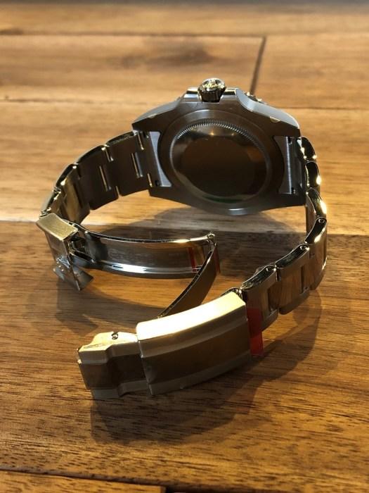 ロレックス(ROLEX)GMTマスター2 Ref.116710BLNR SS 黒文字盤 青黒ベゼル 未使用のクラスプ側から全体