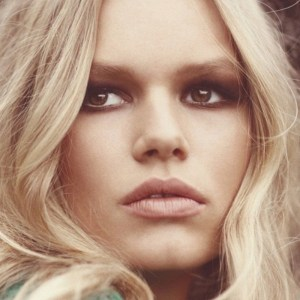anna-ewers-model-of-the-year-600x600