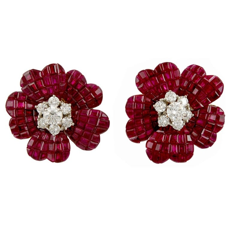 VAN CLEEF And ARPELS Diamond And Mystery Set Ruby Flower