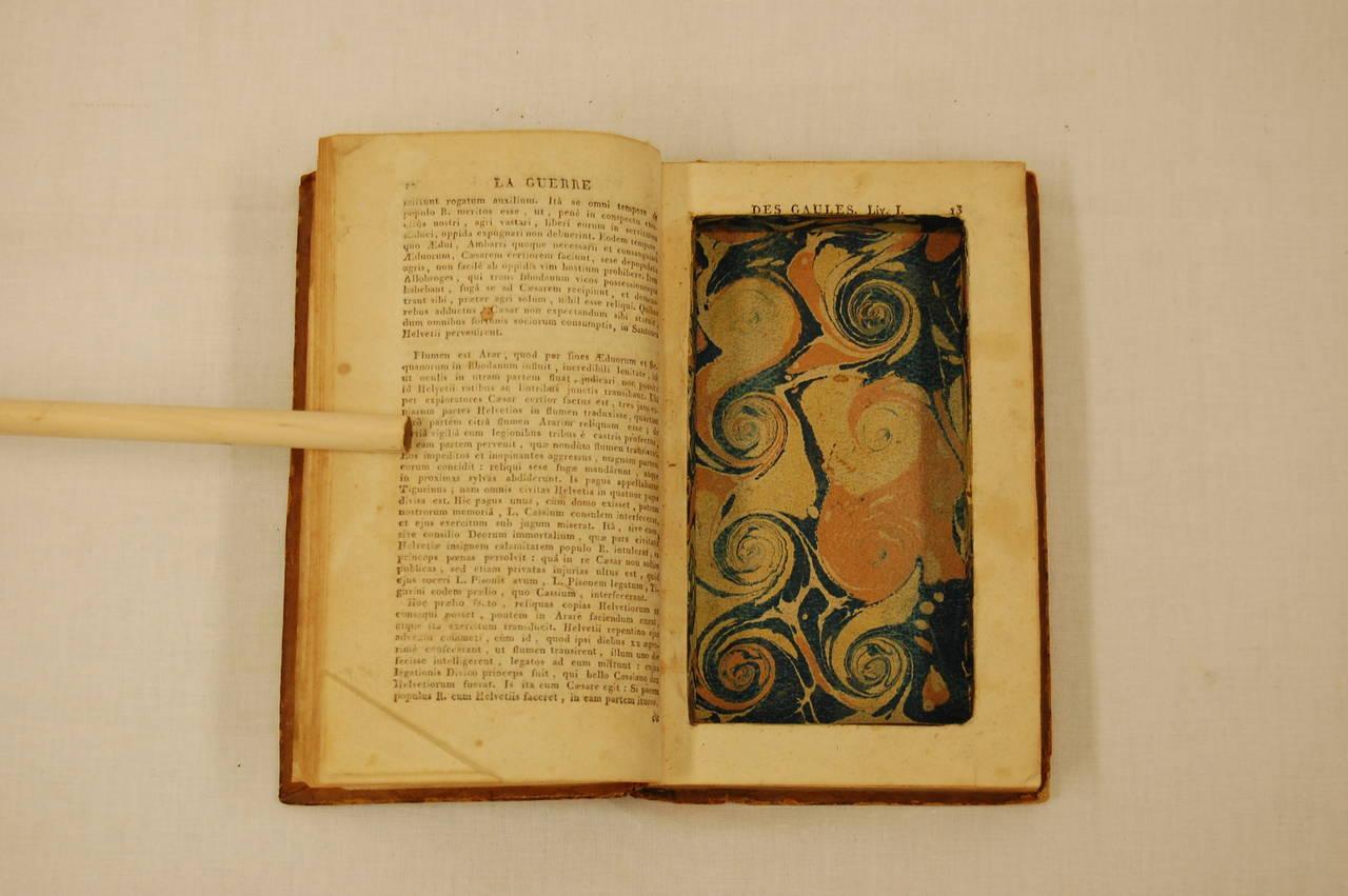 Secret Hidden Compartment Book Les Commentaires De Cesar