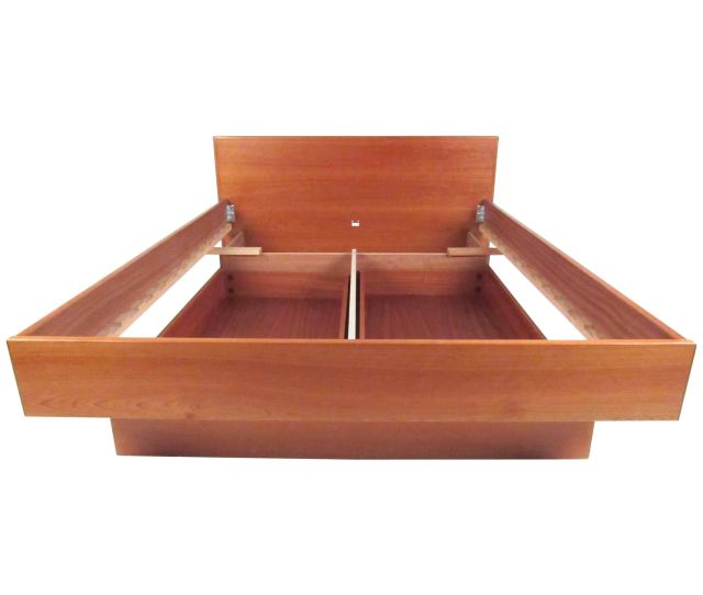 Scandinavian Modern Style Teak Platform Bed With Storage Drawers For Sale