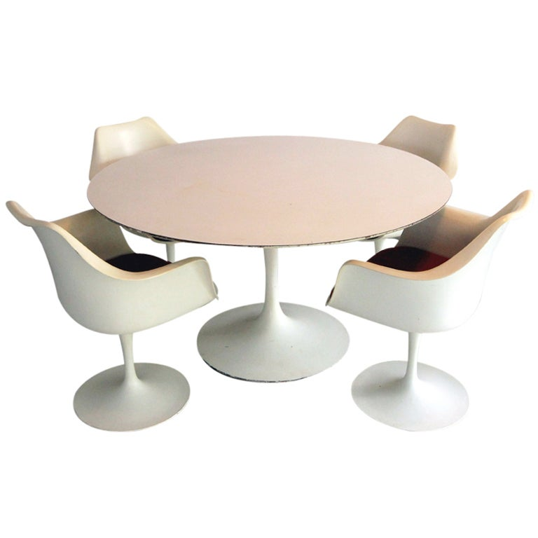 Large Round Tulip Dining Table With Four Tulip Chairs