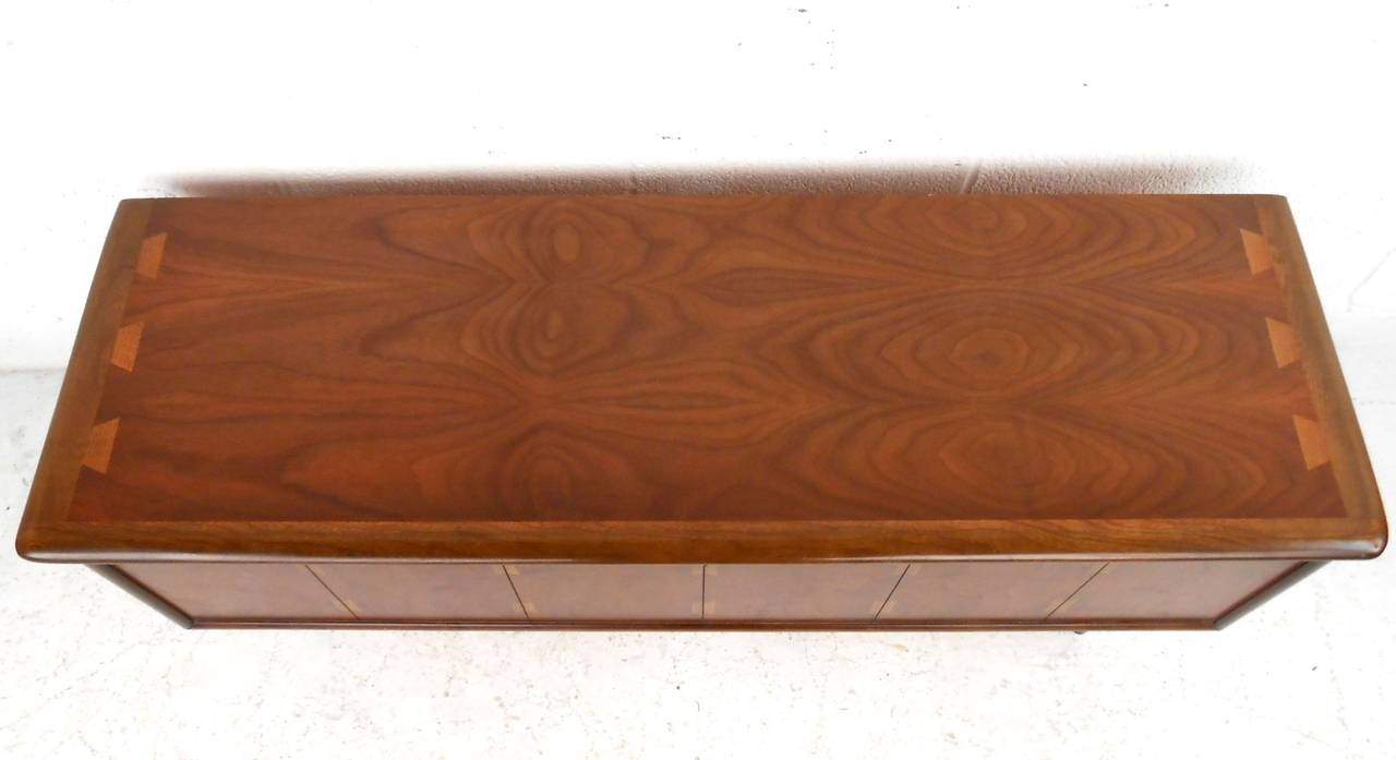 Vintage Lane Blanket Chest Bench