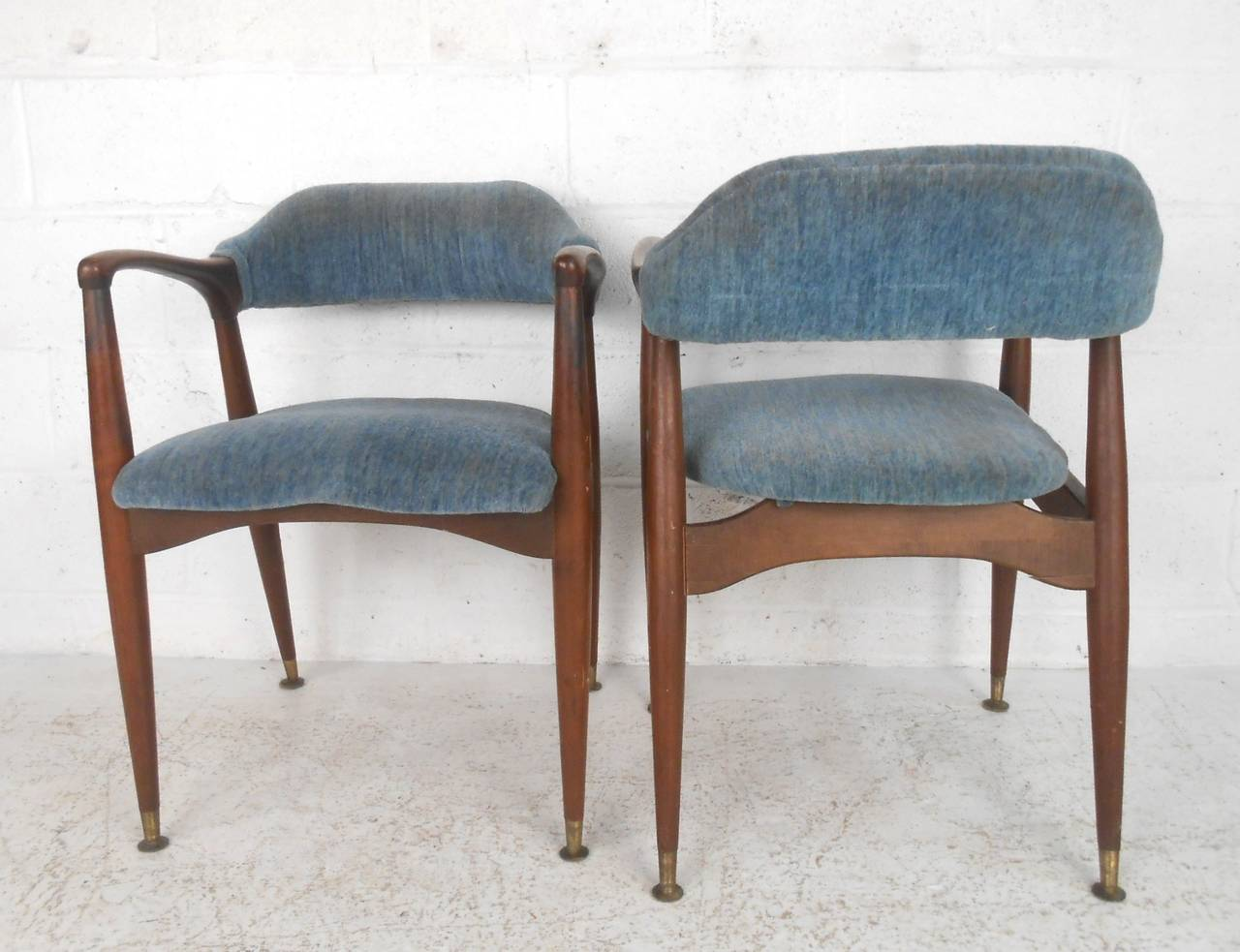 Set Of Unique Mid-Century Modern Walnut Dining Chairs At