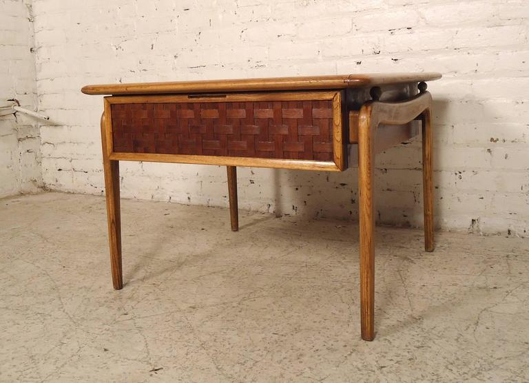 Beautiful Mid-Century Modern Square Side Table By Lane For