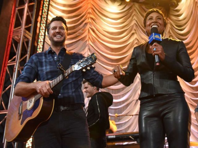 """PHOTO: Luke Bryan performs on """"Good Morning America"""" from the new Opry City Stage in New York City's Times Square, Dec. 8, 2017."""