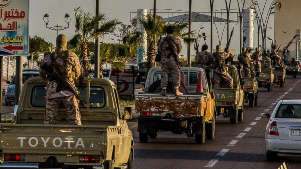 Large-scale Egyptian army massed for operation to capture eastern Libya from ISIS