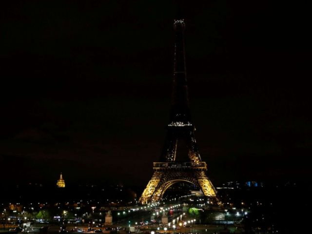 PHOTO: The lights of the Eiffel Tower in Paris are switching off in tribute to the victims of the deadly attack on a mosque in Egypts Sinai, Nov. 24, 2017.