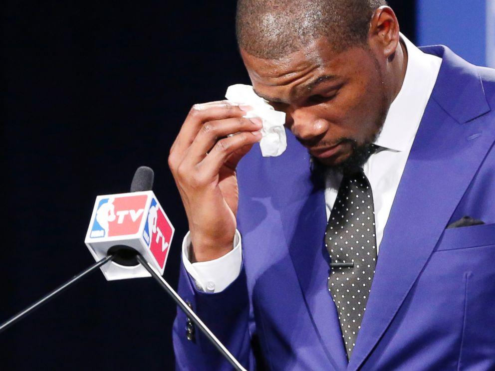 https://i1.wp.com/a.abcnews.com/images/Sports/AP_Durant_MVP_Basketball2_ml_140507_4x3_992.jpg