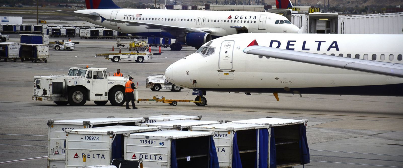 PHOTO: Delta Airlines passenger planes are pictured at Salt Lake City International Airport in Salt Lake City, Utah, Oct. 28, 2015.