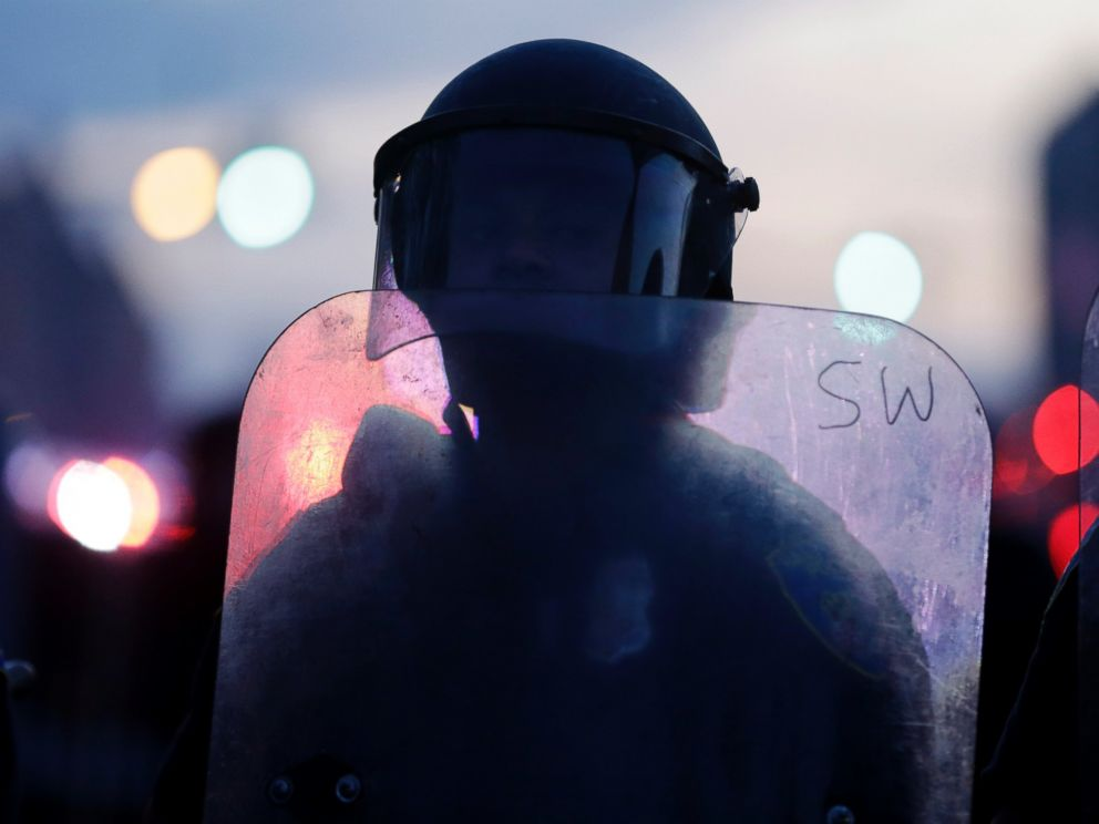 PHOTO: A police officer stands guard in Baltimore, April 27, 2015, after violence erupted in the city.