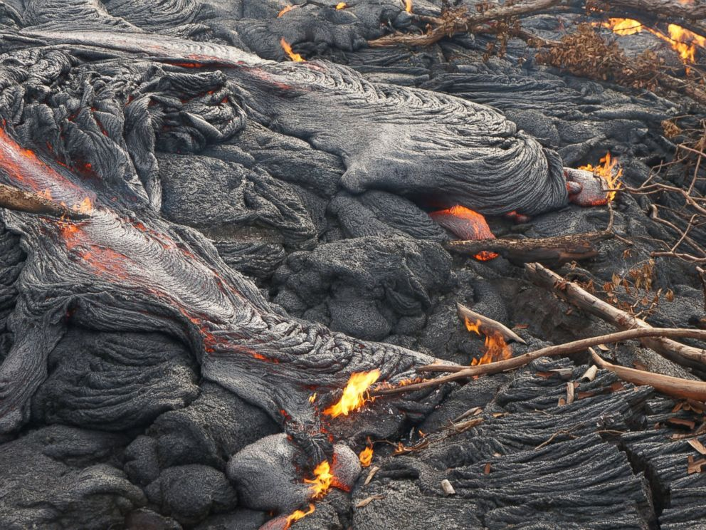 PHOTO: About 10,00 residents in Hawaii might be forced to evacuate their homes as lava continues to flow from the Kilauea volcano.