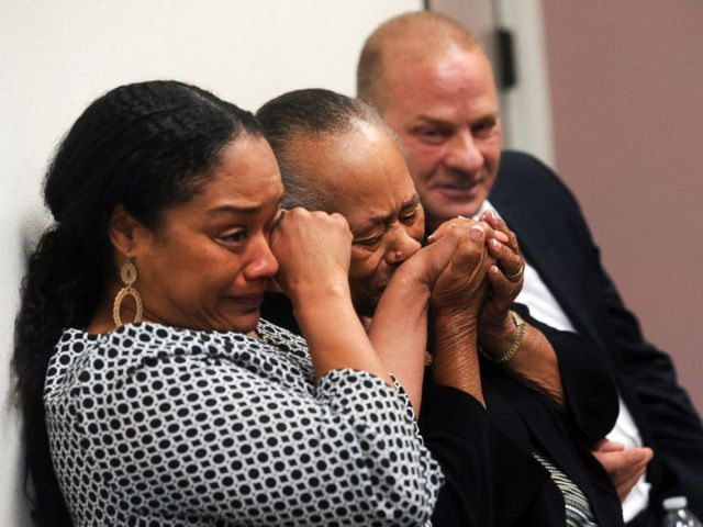 PHOTO: O.J. Simpsons daughter Arnelle Simpson, sister Shirley Baker and friend Tom Scotto react during Simpsons parole hearing at Lovelock Correctional Center, July 20, 2017 in Lovelock, Nev.