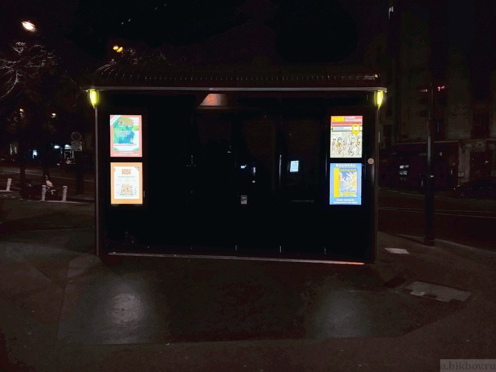 Paris-COVID by night (press kiosk)
