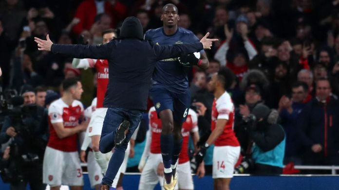 Arsenal pitch invader vs. Man United