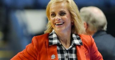 Hall of Fame coach Mulkey leaves Baylor for LSU