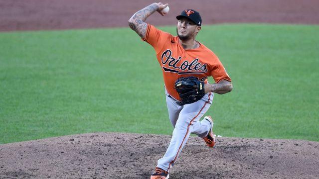 Astros obtain RHP Hector Velázquez from Orioles - ABC13 Houston