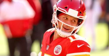 Source: Mahomes ready for work after surgery