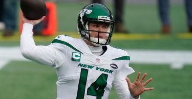 Jets trade QB Sam Darnold to Panthers for 3 picks