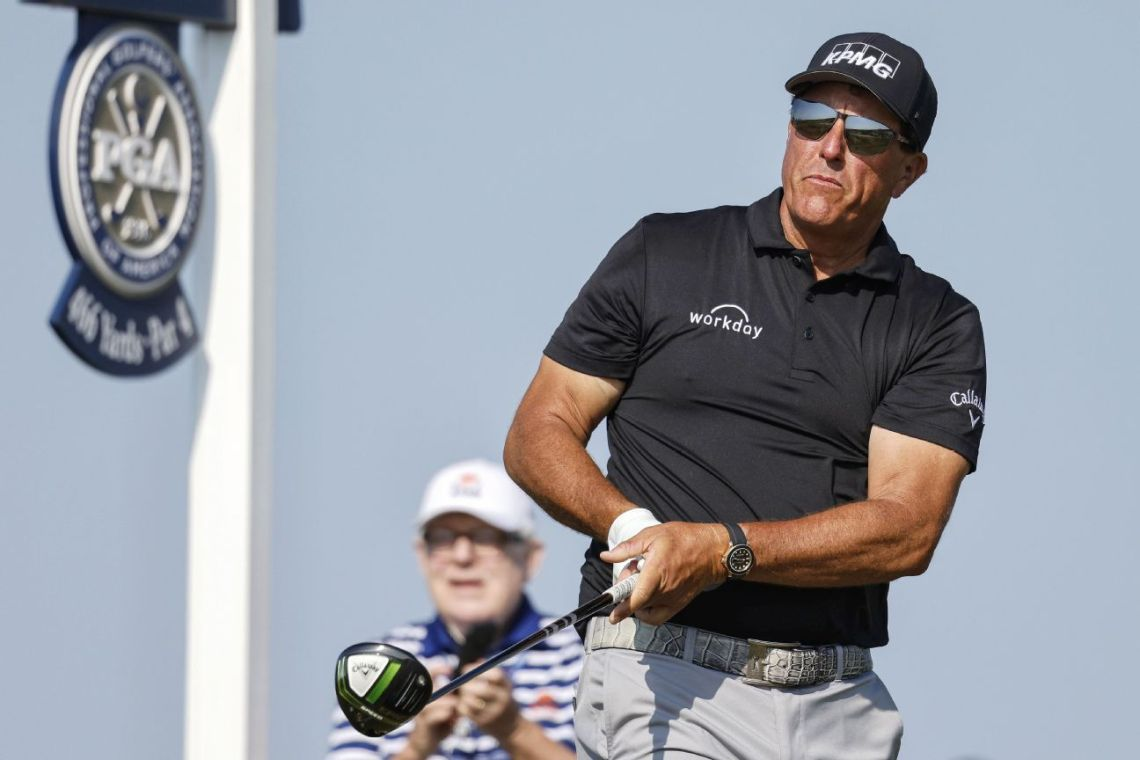 Lefty hits 'em straight, has clubhouse lead at PGA
