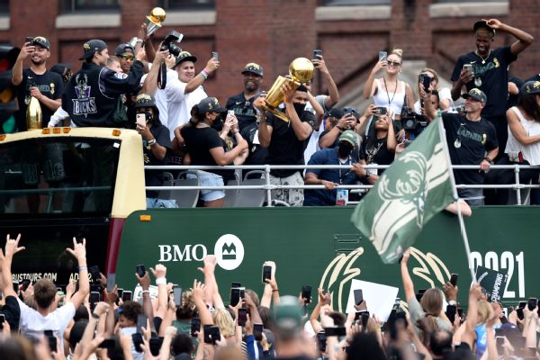 Giannis, Bucks celebrate 'our city' at title parade
