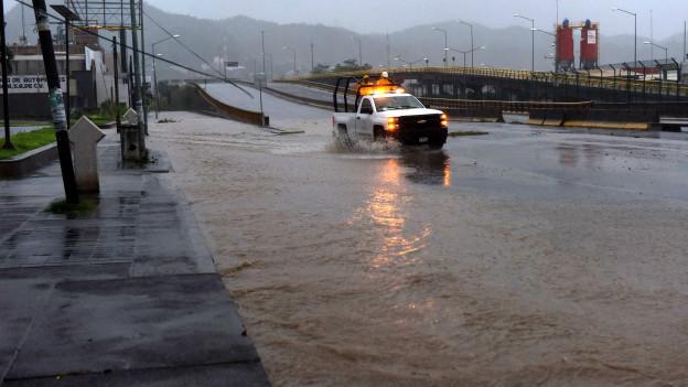 Inundaciones en Manzanillo, México, a raíz del huracán Patricia