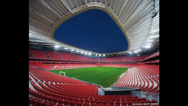 Estadio de fútbol San Mamés en Bilbao, España.