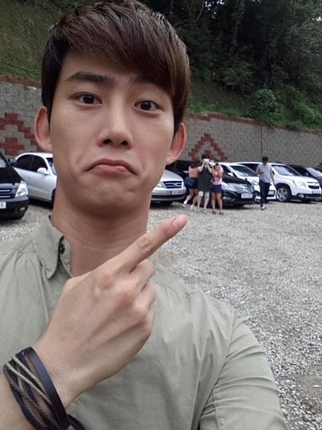 2PM澤演曬自拍 搞怪表情難掩帥氣 - KSD 韓星網 (明星)