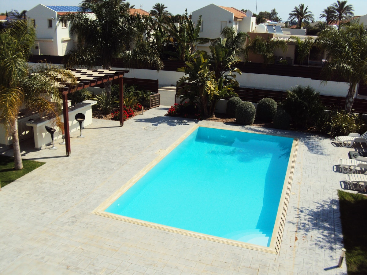 Home And Away Villa Rental