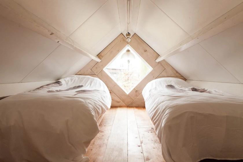 Schlafzimmer-mit-zwei-Betten
