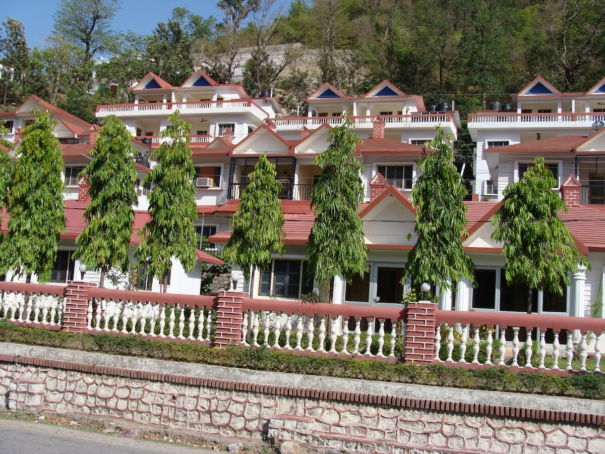 1 BHK Apartment With Hill View At Laxman Jhula Houses